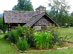 Country Kitchen, c. 1862 (mystuart) Tags: park chimney kitchen rural garden nc log construction corn handmade country shingle logcabin fennel maize detached 2012 oldtime barnardsville buncombecounty preindustrial historicl bigivy detachedkitchen mystuart ncpedia