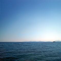 ... e non un palmo di terra in meno del mondo intero... (UBU ) Tags: blue water kodak blues dreams blunotte blureale bluacciaio bluacqua ubu unamusicaintesta landscapeinblues bluubu luciombreepiccolicristalli