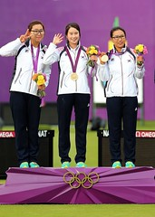 Korea_London_Olympic_Archery_Womenteam_10 (KOREA.NET - Official page of the Republic of Korea) Tags: london canon gold photo korea korean archery olympics  goldmedal rpublique rok 2012  olympicgames    republicofkorea   teamkorea    2012londonolympic kocis    koreanteam royalcuisine rpubliquedecore cir  republiquedecoree olympicphoto kccuk 2012londonolympicgames taekwondo
