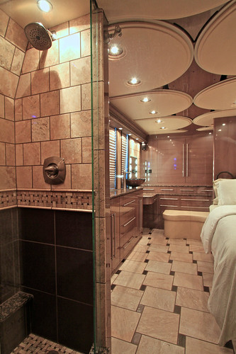 Platinum - Rear Stateroom - Shower