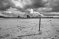 Forked (b&w) (p-teesuk) Tags: bw beach clouds mono fork ssi teesside redcar