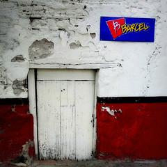 (msdonnalee) Tags: door red sign puerta porte  barcel photosfromsanmigueldeallende fotosdesanmigueldeallende tortillachipcompany