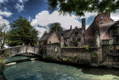 ... regreso al pasado ... (franma65) Tags: brugge brujas belgica belgium puente sanfonifaciusbridge puentedesanbonifacio canal medievo medieval arquitecturamedieval arquitecture