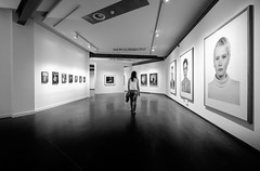 Faces (fernando_gm) Tags: caras faces museum museo fujifilm fuji 1024mm blackandwhite bw blancoynegro woman people person persona mujer chica girl wideangle granangular madrid spain espaa monochrome monocromo monocromatico human humano diagonal lines lineas
