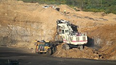 Loading Soil (Video) (Photons of Days Past) Tags: cabinrunroad surfacecoalmine alleganycounty maryland frostburg terex rh120e canoneos6d ef70300mmf456isusm cat caterpillar