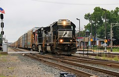 """NS"" 281 (BravoDelta1999) Tags: norfolksouthern ns railway canadianpacific cp rail milwaukeeroad milw railroad elginsubdivision franklinpark illinois emd sd70 2580 281 manifest train"