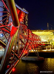 Helix Bridge @ Marina Bay (mynotsoopenbook) Tags: singapore marina bay sands helix bridge