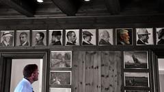 Il sangue non mente (Colombaie) Tags: danimarca denmark skagen museum museo impressionismo impressionisti luce ottocento pittori pittura ritratti portraits ricostruzione saladapranzo albergo hotel risiedere ritratto uomo maschio visitatore cutout bn bw colore simile uguaglianza assomigliare incredibile