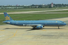 Vietnam Airlines | Airbus A321-200 | VN-A359 (*Charlie Alfa*) Tags: sgn aviation airplane maybay 飞机 비행기 літак avión flugzeug avião 飛行機 เครื่องบิน самолет letoun विमान ਜਹਾਜ਼ ហឹ 飛機 aereo eruplano avion מטוס lentokone αεροπλάνο vliegtuig samolot zrakoplov letalo repülőgép flygplan fly uçak aircraft airliner