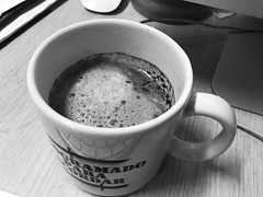 Cafe Au Lait (lenpereira) Tags: cafe coffee cafeaulait mug caneca bw iphone6s