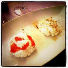 Mousse di ricotta con fragole, noci e miele (thecolortrip) Tags: dessert dolce ricotta miele mousse fragole noci