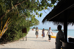 15th anniversary : renewal of vows @ Taj Exotica Maldives (Carlitos) Tags: republica sarah hotel islands asia paradise republic resort maldives spa paraiso islas tajexotica maldivas northcentralprovince southmaleatoll kaafuatoll atolon