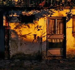 Barajevo Sunrise (KovacevicM) Tags: old morning house film sunrise ed nikon action d serbia pic scan 400 af nikkor dm mala f90x ruined srbija stara paradies sunca kuca f3545 jutro izlazak 1835mm barajevo oronula