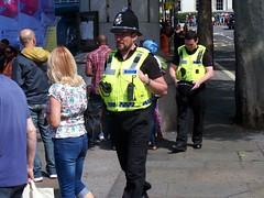 Heddlu Police - Trafalgar Square (Waterford_Man) Tags: people london path trafalgarsquare police heddlupolice