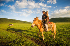 Riders of the grasslands (nico3d) Tags: china sunset horse nomad tibetan kham grassland rider tibetanplateau