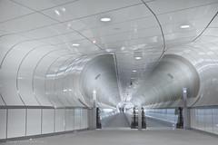Tunnelvision (Pieter Musterd) Tags: white holland canon rotterdam metro nederland thenetherlands 5d wit zuidholland wilhelminaplein rotjeknor rolpad musterd pietermusterd rolbaan canon5dmarkii rolding