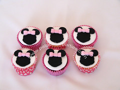 Minnie Mouse Cupcakes (Relznik) Tags: pink pretty girly bow minniemouse girlie