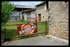 Pannau publicitaire Orangina, Villeneuve d'Aveyron, Midi-Pyrénées (lyli12) Tags: nikon publicité panneau orangina ancien aveyron réclame midipyrénées d3000