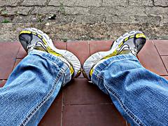 scarpe (angel's image) Tags: estate nike jeans giallo colori scarpe collezione mattina