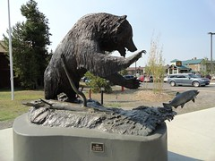 Grizzly in downtown West Yellowstone, Montana (lhboudreau) Tags: bear fish art statue montana outdoor grizzly grizzlybear arwork westyellowstone westyellowstonemontana