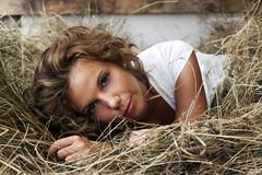 Country Time (Lucia Mondini) Tags: girl grass hair countryside chica femme campagna erba campo herbe ragazza valentina capelli fienile fieno