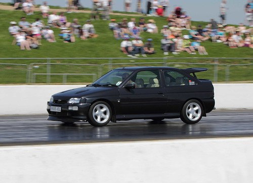 Ford Escort RS Cosworth. M565ASL