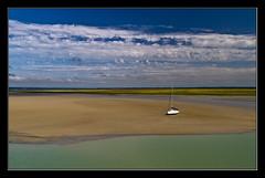 A la espera del liquido elemento (Jespil) Tags: sea sky beach clouds landscape mar sand playa paisaje arena cielo nubes fields francia campos normandia canoneos7d saintmichell
