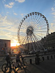 Sunset (Ana De Haro) Tags: sunset france luz bicycle wheel puerto atardecer harbor bicicleta lobster francia noria bicis