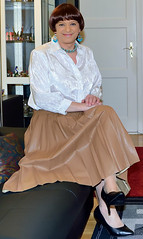 Birgit022946 (Birgit Bach) Tags: pleatedskirt faltenrock fauxleather kunstleder blouse bluse satin