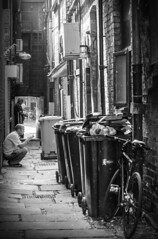 Back lane, York, North Yorkshire (DM Allan) Tags: york dingy backlane monochrome northyorkshire