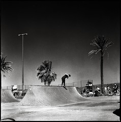Gabriel Engelke (RafaelGonzalez.) Tags: barcelona summer blackandwhite 120 6x6 film mediumformat spain europe skateboarding hasselblad hp5 ilford miniramp sekonic rafaelgonzalez backsidesmith l508 gabrielengelke fieldsights