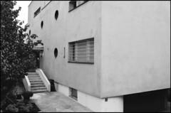 Ladislav Zak @ Villa Lida Baarova [1937] #2 (d.teil) Tags: city white black berlin window architecture modern joseph stair hitler entrance hans style bull architect staircase villa zak albers lida 1937 goebbels ladislav schwanenwerder dteil baarova