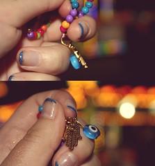 Vaya suerte la tuya. (Tatuajes de recuerdos y piel muerta a prueba) Tags: eye colors ojo hand bokeh nail fingers colores nails dedos mano turkish fatima uñas uña turco