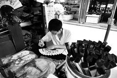 """Maker of Hands fan"" (tuan azizi) Tags: china people tokina1224 hangzhou travelphotography nikond90 tuanaziziphotography makerofhandsfan"