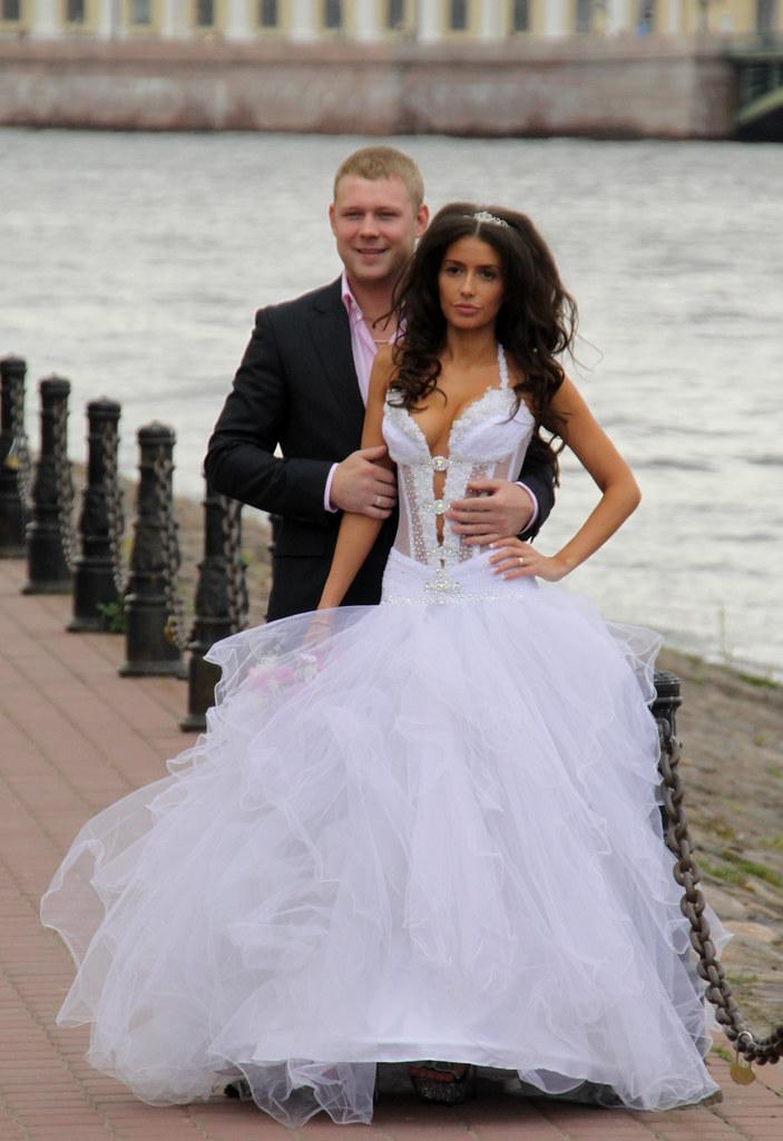 Happily ever after (Verte Ruelle) Tags: russia stpetersburg rusland bride  wedding dress girl