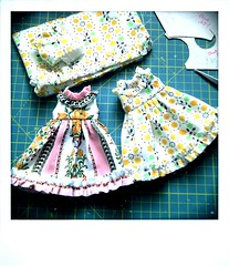 Sewing Petunias ... (*Pppilottchen aka dollily*) Tags: fashion dress vintagefabric blythe petunia reused kleid stoffe puppenmode sewrecycled dollily flickrandroidapp:filter=none
