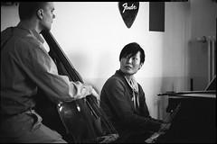 pianist [Explore] (patrickbraun.net) Tags: musician music berlin café girl asian piano pianist vsco fujifilmxpro1 fujinonxf60mmf24macro