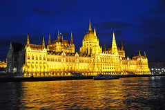 cruise light night golden nikon hungary tour budapest free parliament dennis jarvis nationalassembly cosmos hungarian d300 iamcanadian 18200vr freepicture 70300mmvr dennisjarvis archer10 dennisgjarvis