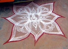 Street Rangoli, Tamil Nadu (bodythongs) Tags: road street colour art festival religious design chalk pattern floor rice pavement indian south decoration flour hindu kollam tamil tamilnadu muggu southindia kolam rangoli nadu mandana alpana pujan    thirumal aripana   bodythongs  chowkpurna  rangavallie rangolioan utswdhermita chirodi