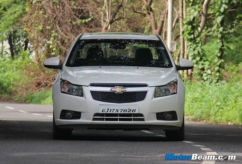 2012-Chevrolet-Cruze-01