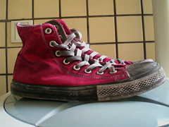 Here is a pair of the Old Converse () Tags: sports sneakers canvas converse converses mensshoes canvasshoes