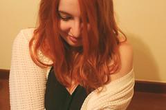Chica de la sonrisa triste (Inspiracin dormida) Tags: girl redhair orange hair book pelirroja pelinaranja libro flores black