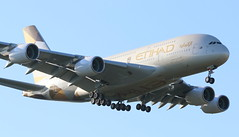 Etihad Airways Airbus A380-800 (AMSfreak17) Tags: amsfreak17 danny de soet canon 70d lhr egll londen london luchthaven heathrow airport vliegtuigen vliegtuig aircraft airplane jet jetphotos planespotting luchtvaart vertrek aankomst departure arrival spotter planes world of airplanes united kingdom england great britean europe dutch southern runway 27l landing etihad airways airbus a380800 a380 a6aph