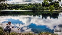 Au bord de l'eau.... (Jean McLane) Tags: landscape lake lago lac ilay jura france clouds cloudy reflects reflejos reflets reflections nuages nubes
