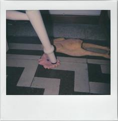 Morte sospetta (milaligugnana) Tags: gallo gioco sedia cucina polaroid
