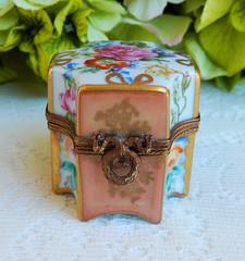 Limoges Peint Main Marque Deposee Porcelain Trinket Box Perfume Cranberry Jewels (Donna's Collectables) Tags: limoges peint main marque deposee porcelain trinket box perfume cranberry jewels