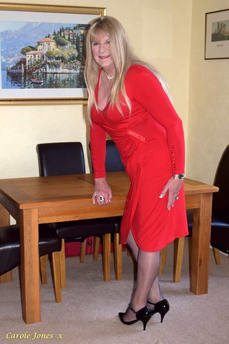 A very grown up dress in my favourite red.   Rather longer than what I often wear on here.