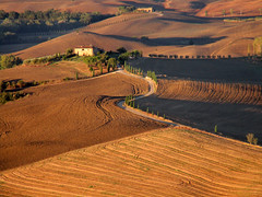 Sunrise Over Tuscany (Len Radin) Tags: tuscany italy discoverybicycle sunrise cyprus field bicyclingtrip europe bike bicycle