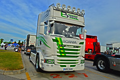 Scania Streamline Broz Transport (Samuele Trevisanello) Tags: european truck festival brescia est castendolo 2016 trucks trucksmeeting meeting truckfoto foto fotopassion truckpassion truckspotting nikon d3200 it italy italia bs scania scaniar scaniapower swedenpower king road griffin v88 v8power broz trnasport caz white green