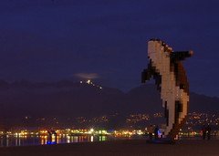 Pixelated Orca (b16dyr) Tags: sculpture canada art vancouver britishcolumbia douglascoupland conventioncentre vancouverharbour artinstallations digitalorca pixelatedorca